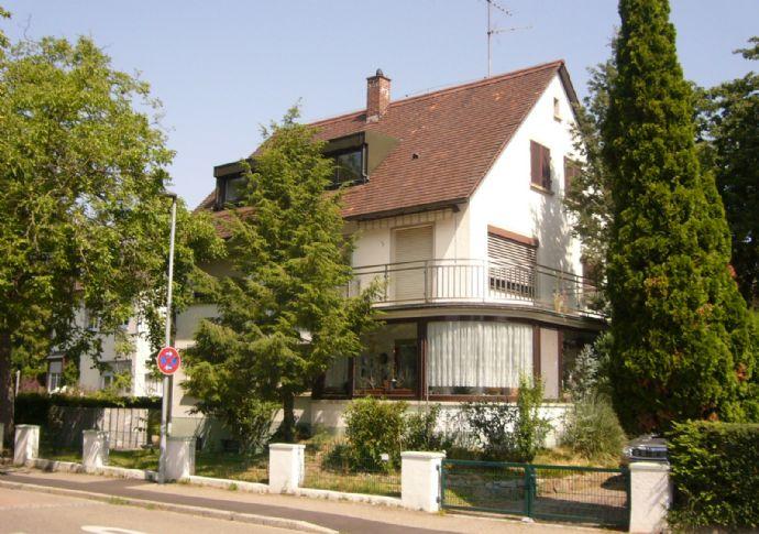 Mehrfamilienwohnhaus mit Bürotrakt