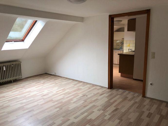 Moderne, gemütliche Dachgeschosswohnung mit Küche!