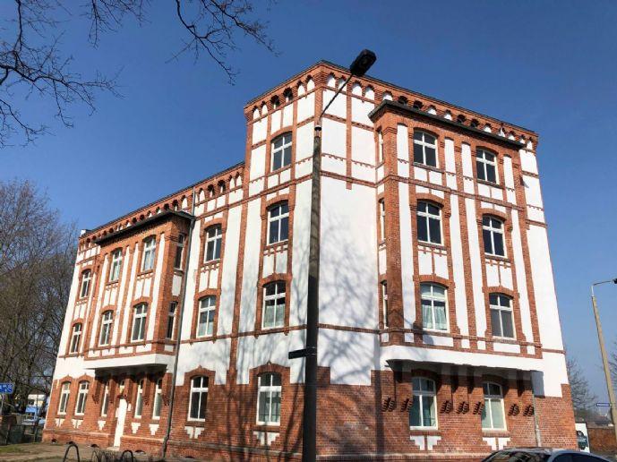 WG-tauglich! 3-Zimmer-Dachgeschosswohnung mit EBK zu vermieten.