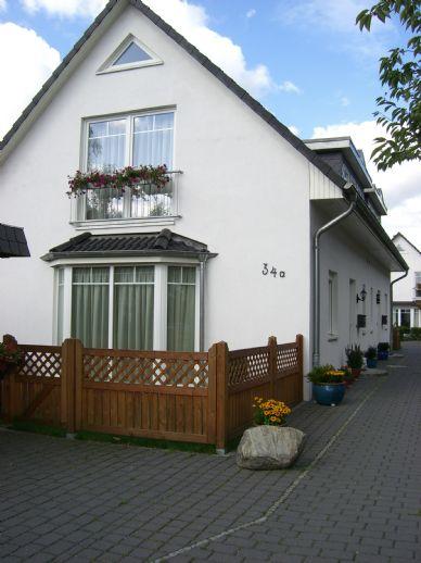 Für die junge Familie.: Moderne Doppelhaus-Hälfte auf pflegeleichtem Grundstück