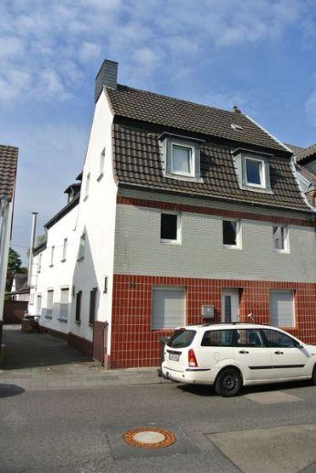 **Mehrfamilienhaus, Ruhiglage, 2.Bebauungsreihe am Rhein, unmittelbar am Schlosspark Stammheim**