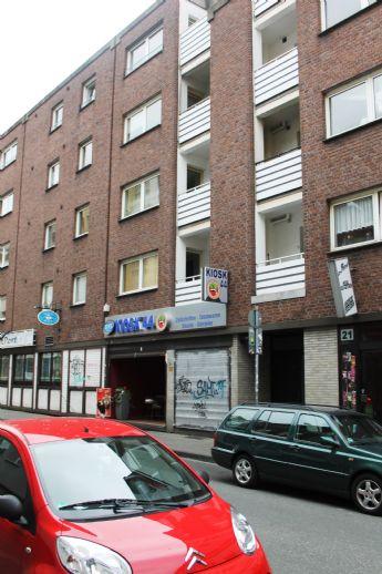 City : 3 Raum Wohnung mit Balkon, weißes Bad