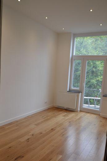 Top sanierte, großzügig geschnittene ca. 190 qm große 6ZKDBB Altbau-Wohnung in gepflegtem 4-Parteien-Haus zu vermieten.