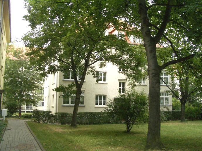 Ruhig und schön grün gelegen! Gemütliche 1-Raumwohnung in der Neustadt unweit Alaunpark