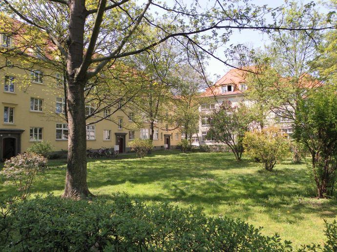 Ruhige 2-Raumwohnung mit Wohnküche und Balkon! Herrlich grün und trotzdem zentral gelegen!