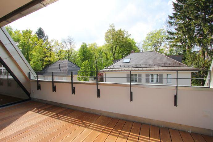 Attraktive und stylische Dachgeschosswohnung mit Südwestbalkon in München-Harlaching