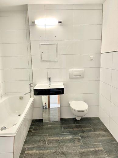 Frisch sanierte 2-Zimmer Wohnung mit guter Anbindung