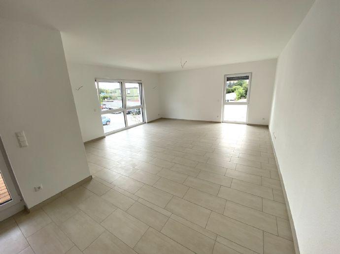 Neubauwohnung mit Balkon - Gäste WC - Fahrstuhl - PKW-EP zu sofort frei...Erstbezug