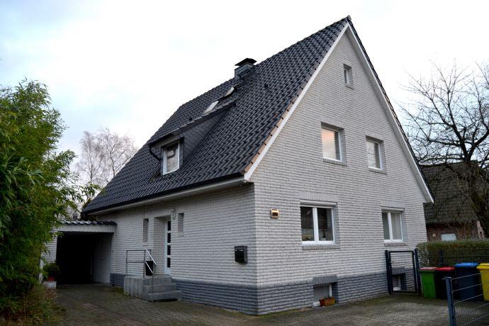 Großzügiges Einfamilienhaus mit Einliegerwohnung in ruhiger Lage Lurups