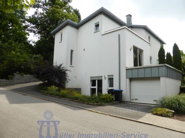 Doppelhaushälfte in schöner Stadtrandlage von Homburg