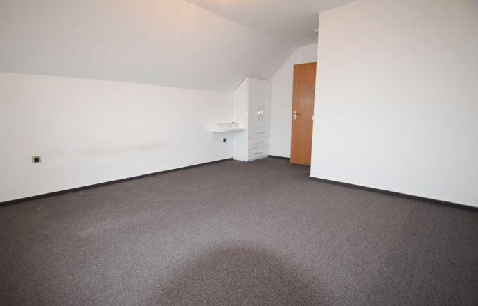 ZU VERMIETEN: Ruhig gelegene 3-Zimmerwohnung (ca. 87m²) mit Balkon, 2 Stellplätzen, Abstellraum und Kellerraum im Soester Westen