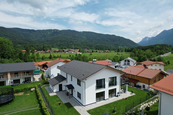 Einzigartiges Zweifamilienhaus im fantastischen Alpenvorland