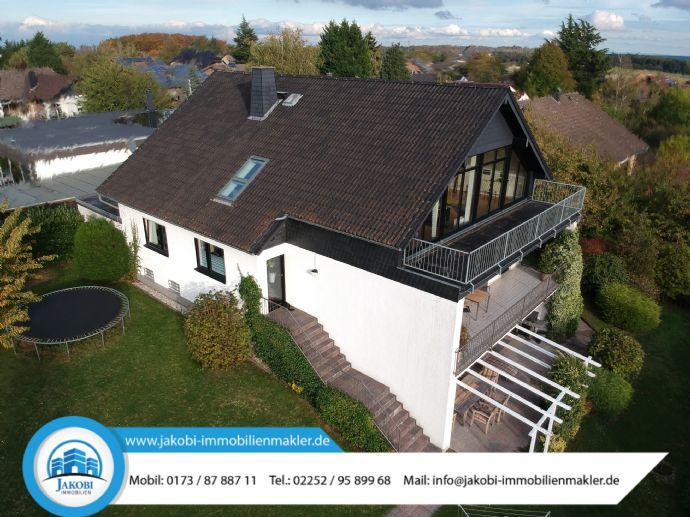 Repräsentatives & großzügiges Ein-/Zweifamilienhaus mit Panoramaausblick