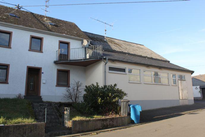 Kleines Einfamilienhaus mit Nebengebäuden zu verkaufen