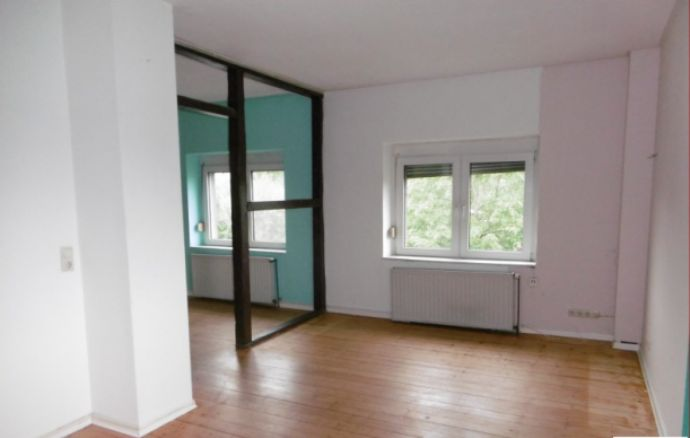 2,5-Zimmer-Wohnung mit Charme in einem Altbau, Einbauküche!