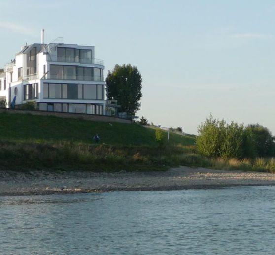 *Exklusive Maisonette-Wohnung mit traumhaftem Rheinblick*