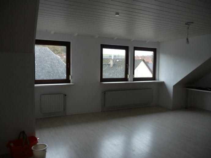 4-Zimmer-Dachgeschoss-Wohnung mit 120 m² Wfl. im 2. Obergeschoss