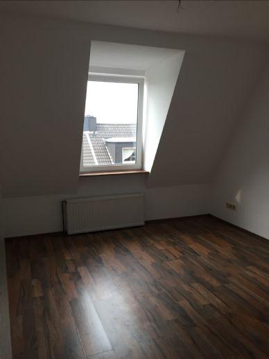hübsche kleine Dachgeschoss Wohnung in Essen-Frintrop