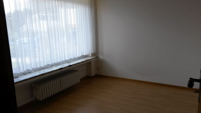 Top renovierte 2,5-Zimmer-Wohnung mit Einbauküche