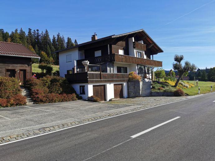 Großes Wohnhaus mit Ferienwohnungen ALLEINLAGE mit Stallung
