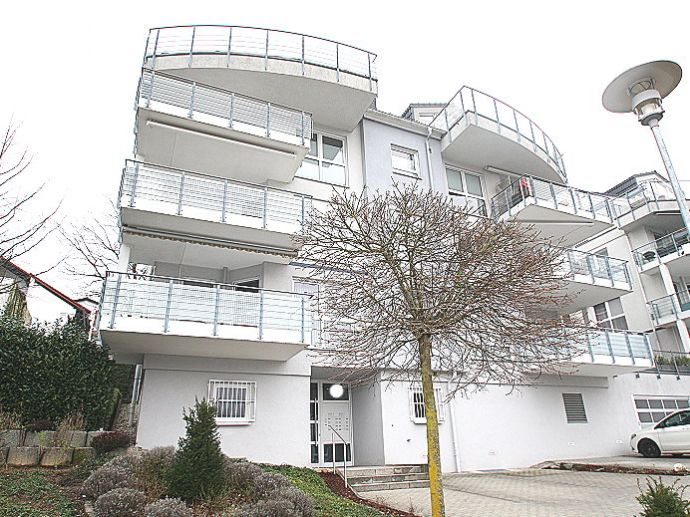 GROSSZÜGIGE 3-ZIMMER-ETW mit PKW- Stellplatz!ca.102qm/DIN Wfl.,TGL-Bad,Balkon,Kamin,Keller,Aufzug...