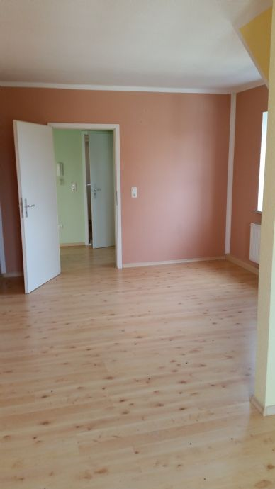 Gemütliche Dachgeschoss Wohnung renoviert ab sofort zu beziehen! 1 Monatsmiete frei !