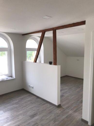 Gemütliche Dachgeschoss-Wohnung mit offener Küche (kompl. saniert)