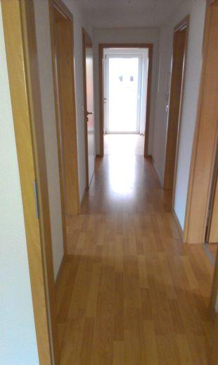 3-Zi.-Whg im Dachgeschoss und im Mittelpunkt von Gräfentonna / Verfügbar ab sofort! 3-Zi.-Whg.