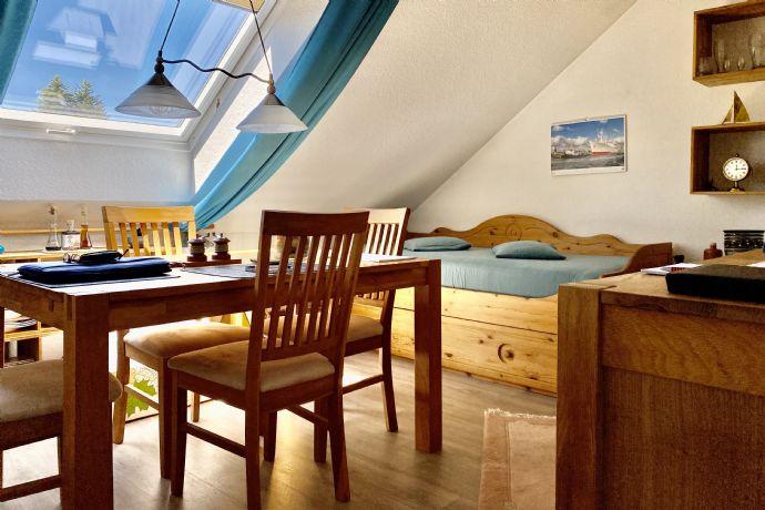 Helle DG Wohnung in Vellmar >> > Balkon - Kaminofen - 2 Bäder - Carport