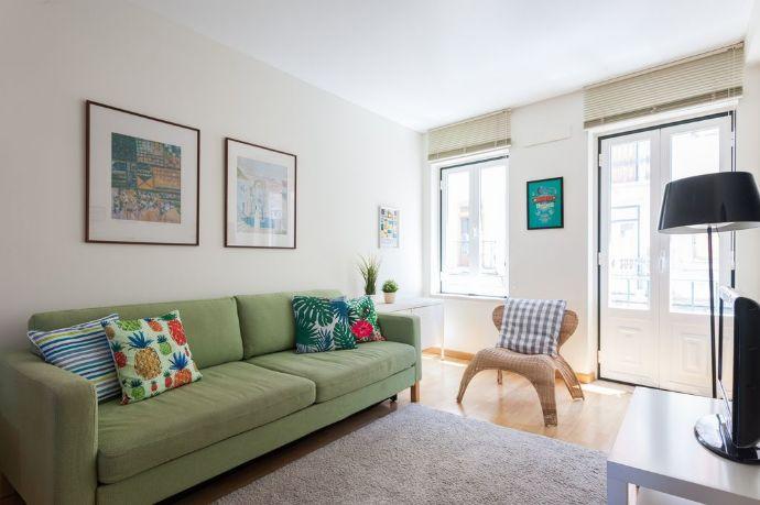 Helle 60 qm 2-Zimmer-Wohnung im schönen Düsseldorfer Süden nähe Benrather Schloss voll möbliert ab sofort zu vermieten