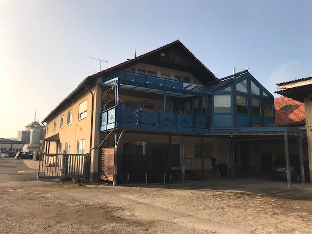 Mehrfamilienhaus mit Nebengebäude und ca. 3230 Quadratmeter Grund-90613 Großhabersdorf