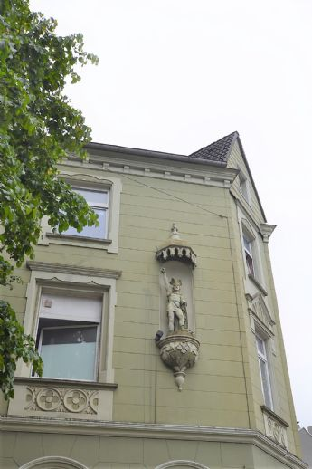 IMWRC - RESERVIERT! MFH mit 5 Parteien und liebevoller Fassadengestaltung in Vohwinkel!