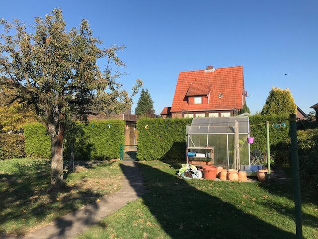 Verkaufsangebot für reine Wohnbebauung - Baugrundstück mit vorhandenem Einfamilienhaus in Neu Wulmstorf, bevorzugte Wohnlage