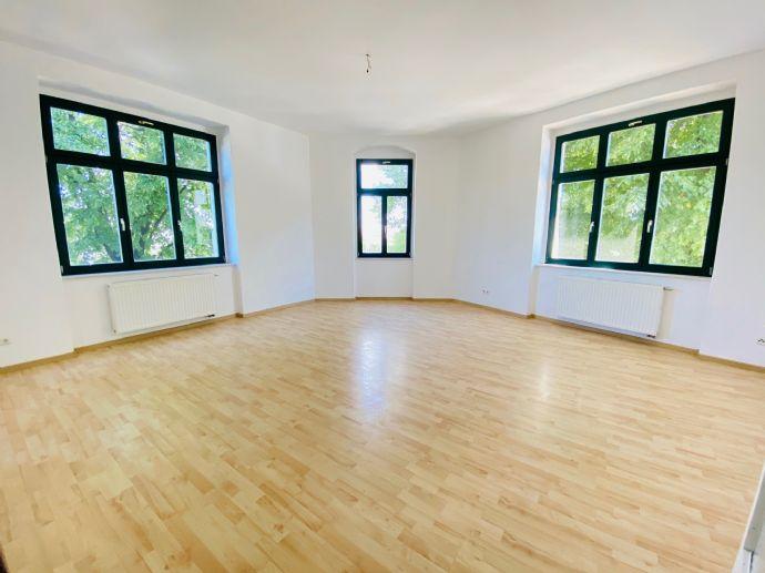 *Familien herzlich Willkommen*: Großzügige, helle und renovierte 3-Raumwohnung mit hochwertiger EBK und großem Wohnzimmer in gefragter Lage!