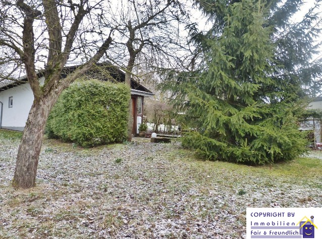 **Weitläufiges Grundstück mit Ferienhaus** - vielseitig bebaubar in idyllischer Lage -