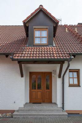 Hochwertige Holzfenster und Eingangstüre