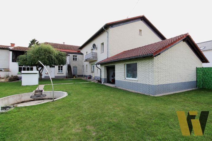 Wohnhaus mit separater Wohnung ,viel Platz / Ausbaupotenzial - Doppelgarage - 350m2