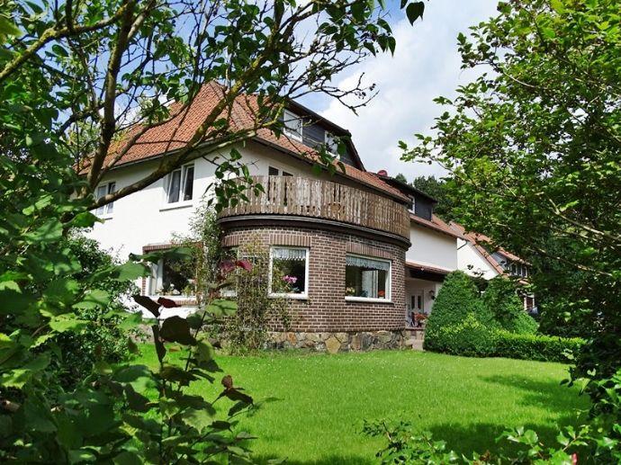 ideal für Pferdehaltung, Mehrgenerationen-Wohnen und/oder Handwerk: 4-5 Wohnungen, Nebengeb., Landflächen zuerwerbbar, Meissendorf