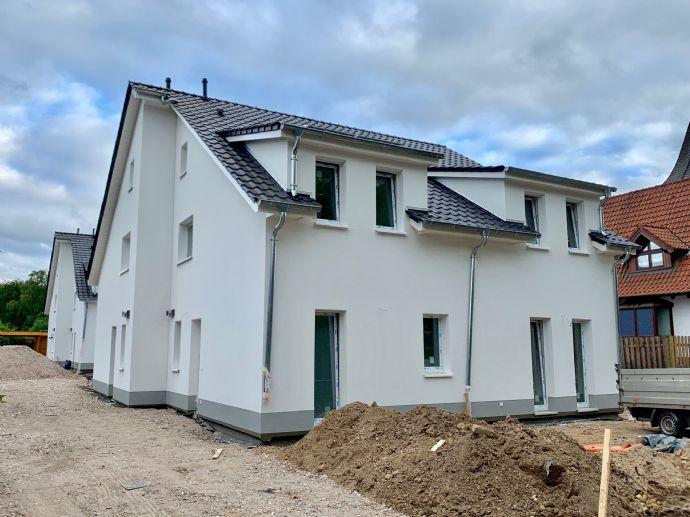 Neubau, Doppelhaushälfte in Top Lage, Ammersbek-Hoisbüttel, (KFW 55 Effizienshaus)