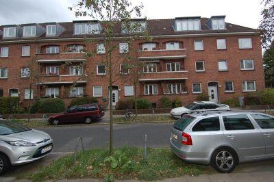 Neu sanierte, helle 2,5-Zi-EG-Wohnung mit Balkon, EBK, Vollbad, Gartenanteil, Dielenboden