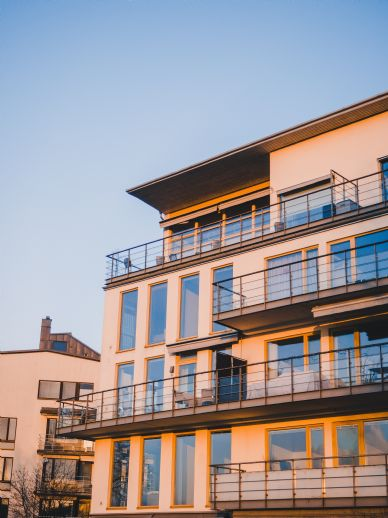 Mehrfamilienhaus mit 6 Wohneinheiten & Garagen