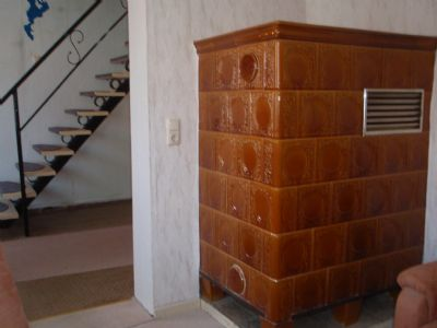 Wohnung 2   Kachelofen Wohnzimmer