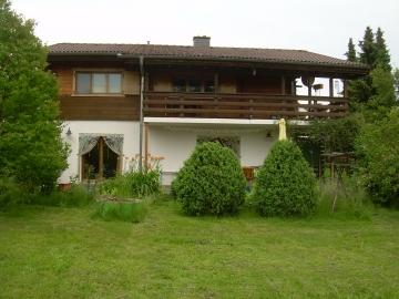 Einfamilienhaus mit ELW und parkähnlichem Garten in ruhiger Wohnlage