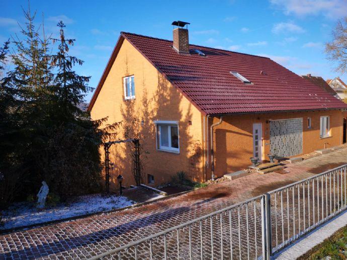 Attraktives Familienhaus mit Einliegerwohnung, großem Grundstück und vielem mehr..