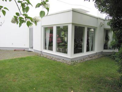 Haus Außenansicht Essbereich und Zugang zur Küche