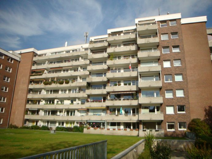 Exclusive 4-5-Zimmer-Eigentumswohnung mit 3 Balkonen und 2 Tiefgaragenstellplätzen in Lübeck-St. Jürgen (Nähe Uni und Sana Klinik)