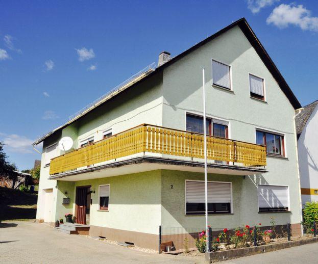 **Reserviert** Großzügiges, helles Zweifamilienhaus mit Einliegerwohnung im schönen Dahlheim auf der Höhe des Rheins