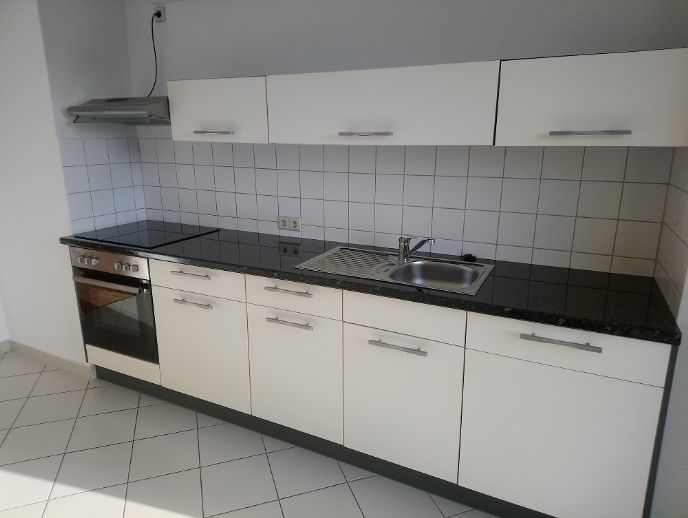 !! Dachgeschoss, 2 Zimmer mit Einbauküche und Balkon, Nähe Brühl !!