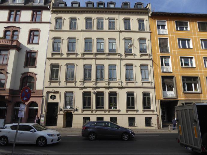 Großzügige 3-Zimmer-Wohnungin bevorzugter Lage (Innenstadt), Vollbad u. sep. Dusche, sucht solvente Mieter