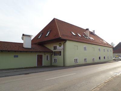 Hauptgebäude mit Anbau